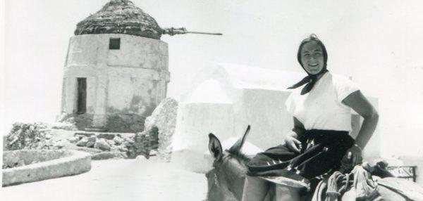 """Η Μαρια Βαρελα στην εκθεση """"Υφαινοντας Ιστοριες : Η Margaret Kenna και η Αναφη"""""""